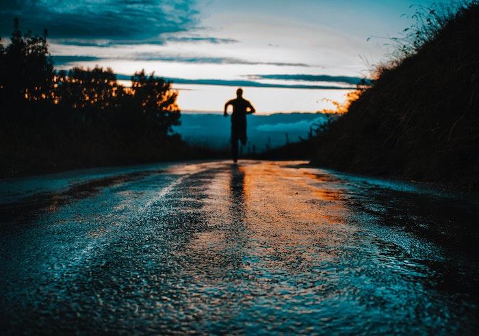 ナイキの雨の日専用ランニングシューズで梅雨シーズンをオシャレでカッコ良く走り切ろう!02