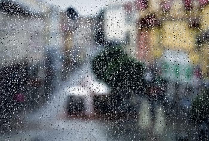 まず、雨の日は走るべきか?|雨とランニング