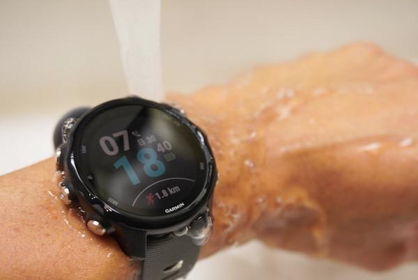 防水、バッテリー寿命、ガーミン社の圧倒的強み